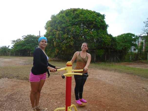 Féminas cubiteñas en actividad física.